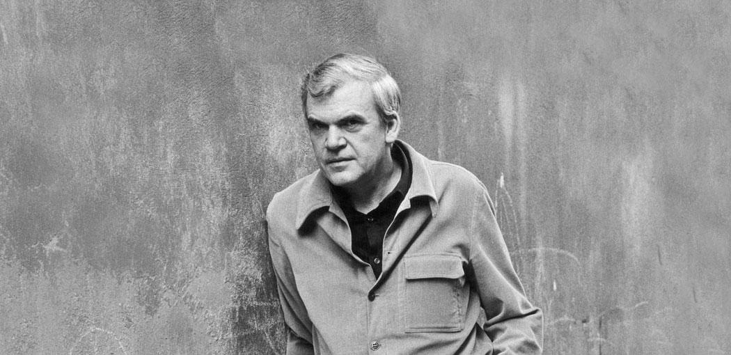 Milan Kundera derribando el muro con estilo