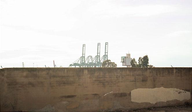 Valla que separa Natzaret del Puerto de Valencia por su parte norte. Foto: Juanjo Hernández