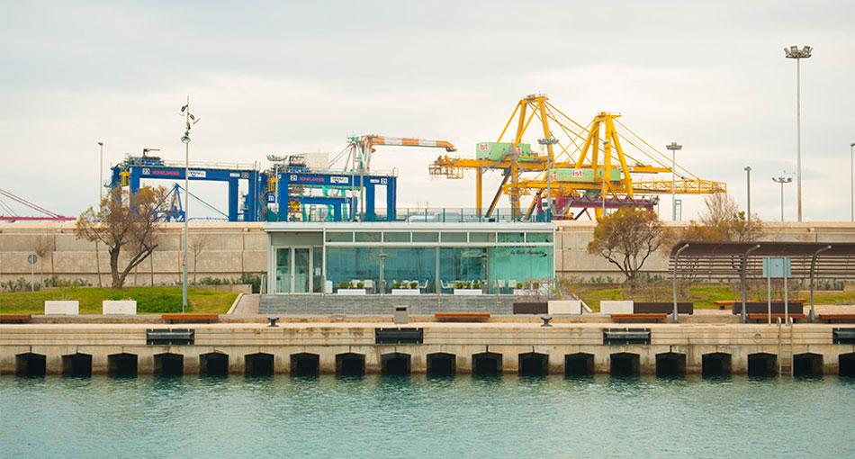 La Marina Sur vista desde la Marina Norte, con las gruas de contenedores al fondo. Foto: Juanjo Hernández
