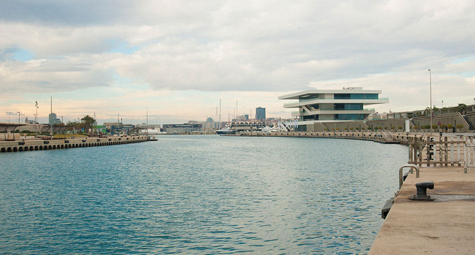 Canal de entrada a la dársena interior del Puerto de Valencia. Foto: Juanjo Hernández