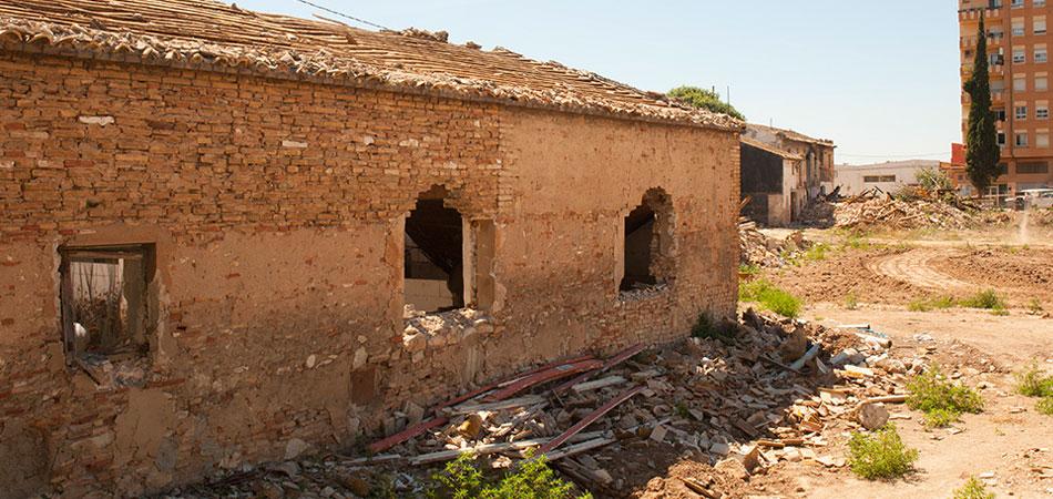 Casa en fase de derribo dentro del plan de urbanización de Malilla Norte. Foto: Juanjo Hernández
