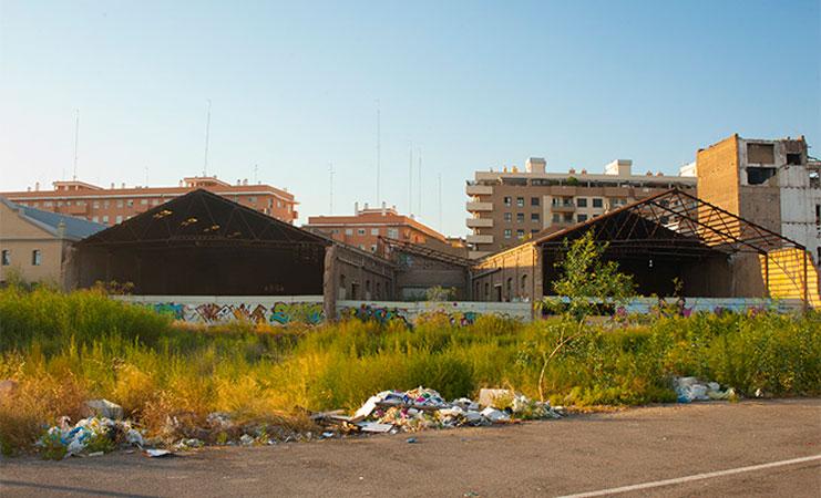 Naves industriales de la calle Juan Verdeguer por la parte de atrás. Foto: Juanjo Hernández