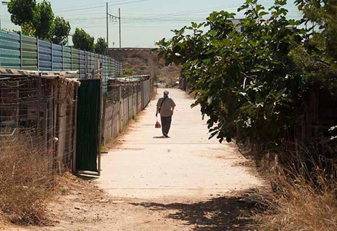 Valla de la autopista frente a la calle Joan Miró, en La Torre. Foto: Juanjo Hernández.