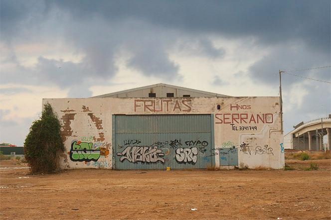 Almacén frutícola en las inmediaciones del barrio de Camí Real. Foto: Juanjo Hernández