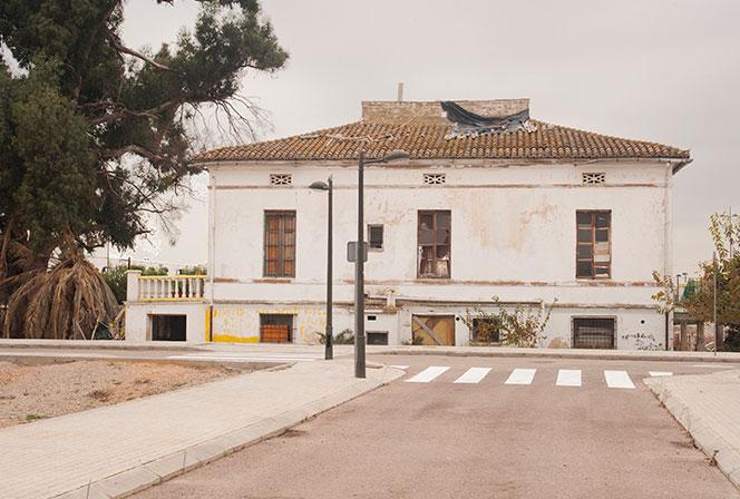 Una casa abandonada y ocupada en la pedanía de La Punta. Foto: Juanjo Herández