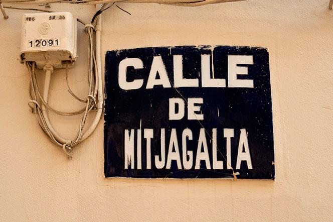 Placa de una de las calles históricas de Benimàmet. Foto: Juanjo Hernández