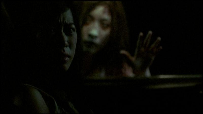 Shutter: El fotógrafo (Shutter, Banjong Pisanthanakun y Parkpoom Wongpoom, 2004)