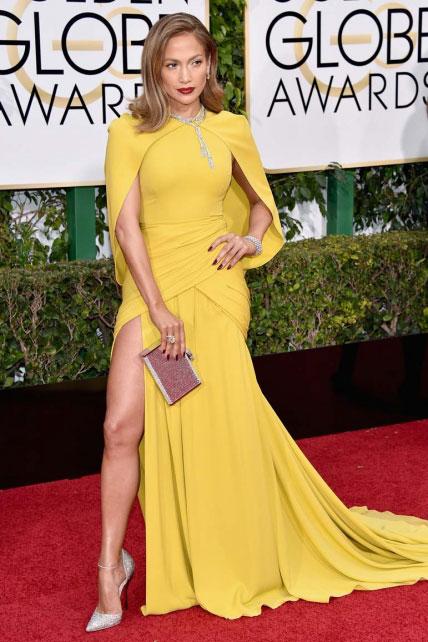 J. Lo, asomando la patita, como quien para un taxi cuando no lleva suelto y ya sabe cómo va abonar la carrera…