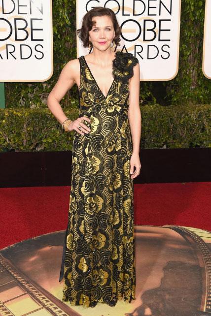 Como Marc Jacobs iba desbordado de trabajo, el vestido para Maggie Gyllenhaal se lo encargaron a la abuelita del diseñador, que llevó una igual para la jubilación de su marido.