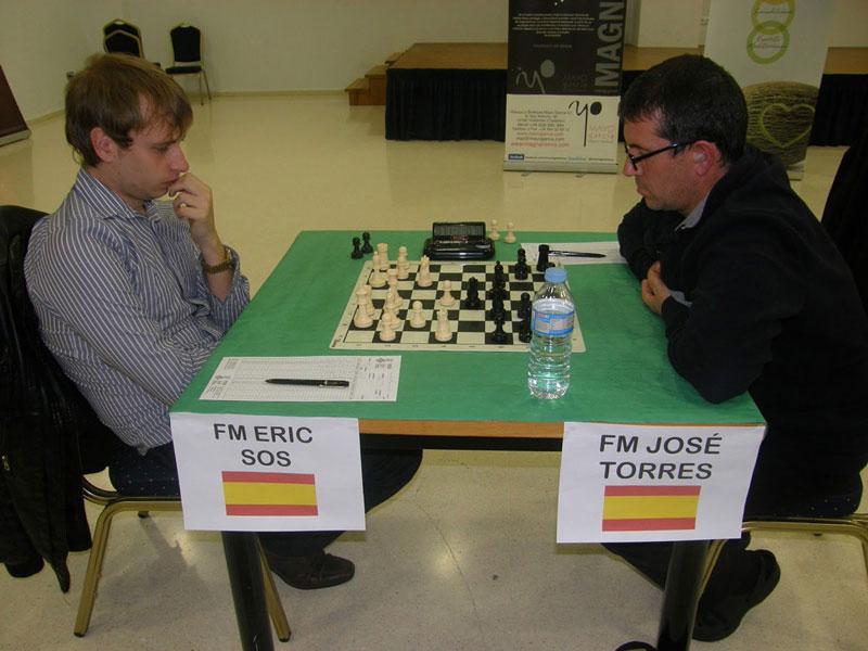 Eric Sos, ganador del torneo de Alcossebre, en su partida contra José Torres.