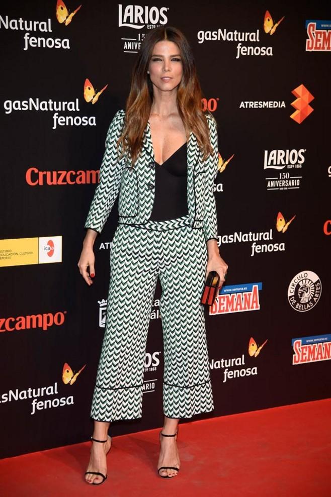 ...y Juana Acosta, que va camino de ganarse -por méritos propios- un puesto en el Olimpo de las actrices más estilosas de este país. Va sencillamente perfecta, y con pantalones, todo un tabú de las alfombras rojas.