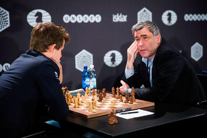 Carlsen e Ivanchuk en Berlín.