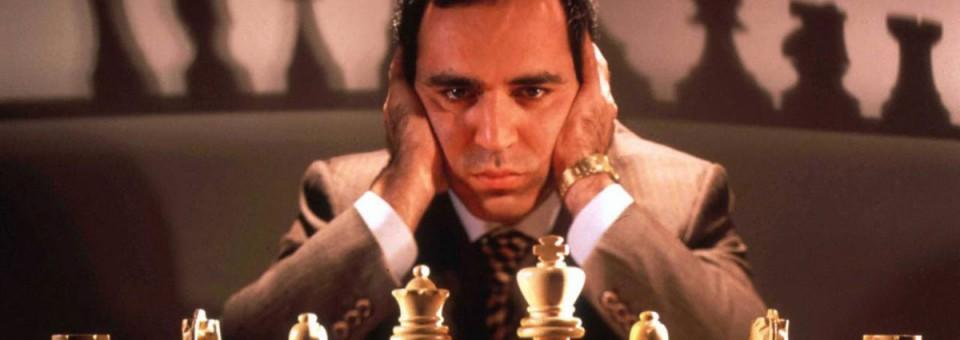 Kasparov ataca