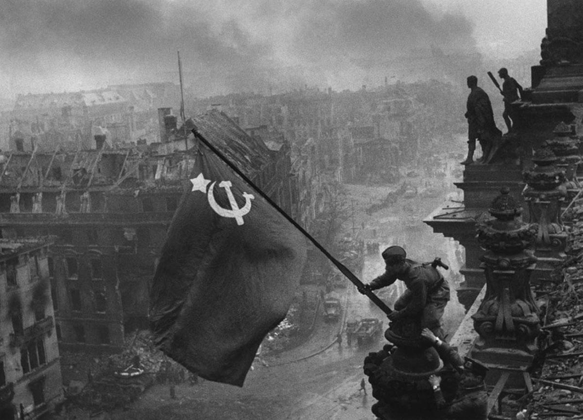 Soviet flag in Reichstag. Yeygeny Khaldei