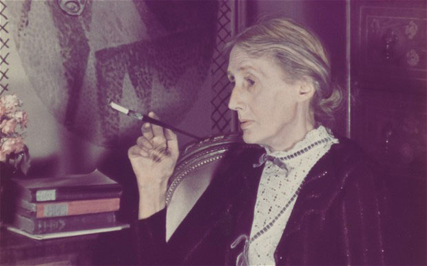 Virginia Woolf fotografiada por Gisèle Freund.