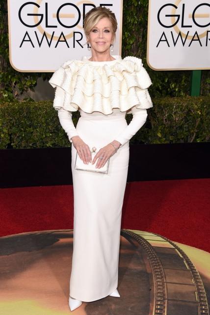 Que seas una septuagenaria fabulosa, querida Jane, no hará que te perdone que te plantes en una ceremonia vestida de: A) Cupcake. B) Tejado de uralita. C) Concha de vieira.
