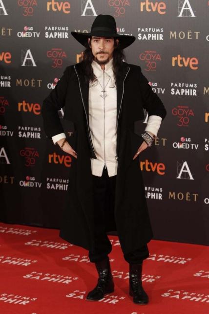 El ejemplo más flagrante es Óscar Jaenada, el Johnny Depp español, y su conjunto entre Alatriste, Jack Sparrow, El Zorro y una fashion blogger, fedora en ristre.