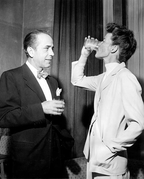 Humphrey Bogart y Katharine Hepburn en un acto promocional en el Claridge (Londres, 1951)