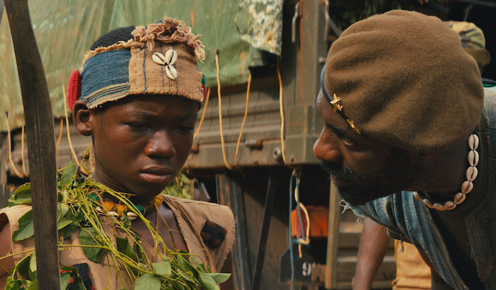"Abraham Attah e Idris Elba en un momento de ""Beasts of no Nation"""