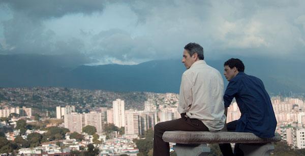 """Alfredo Castro y Luís Silva en una escena de """"Desde Allá"""""""