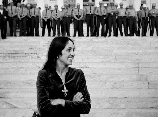 Joan Baez en Mongtomery. Foto Stephen Somerstein