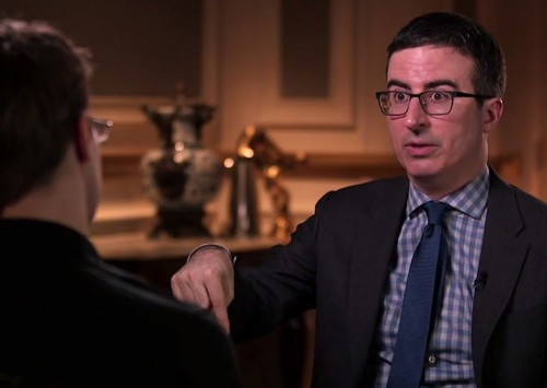 John Oliver, Edward Snowden y una foto-pene