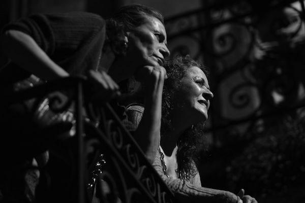 """© Víctor Mendiola. Patricia Reyes Spíndola y Nora Velázquez """"Calle de la amargura"""""""