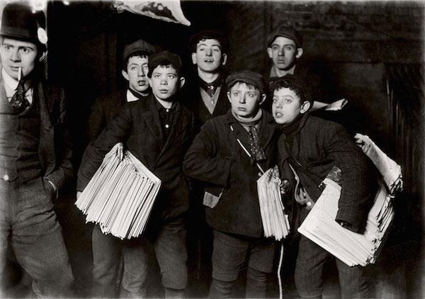 © Lewis Hine. Midnight at the Brooklyn Bridge 1906.