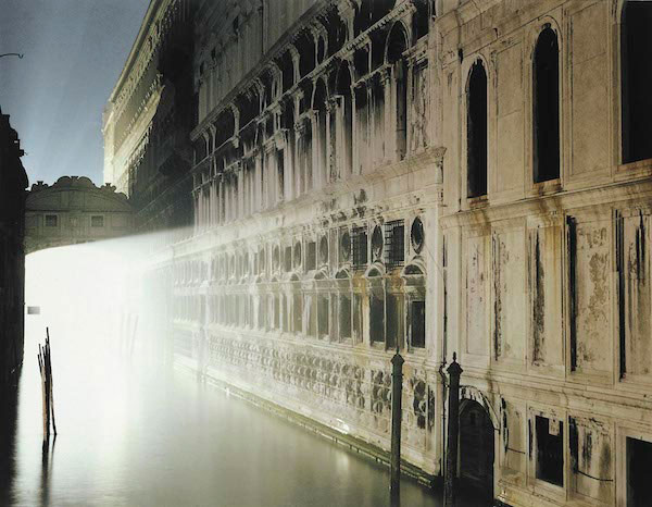 © Luigi Ghirri. Luigi Ghirri - Venezia, 1987. Serie Paesaggio italiano, © Eredi di Luigi Ghirri - Courtesy Fondo di Luigi Ghirri