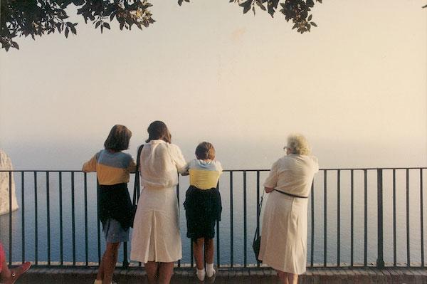 © Luigi Ghirri. Capri, 1981. Serie Paesaggio italiano, © Eredi di Luigi Ghirri - Courtesy Fondo di Luigi Ghirri
