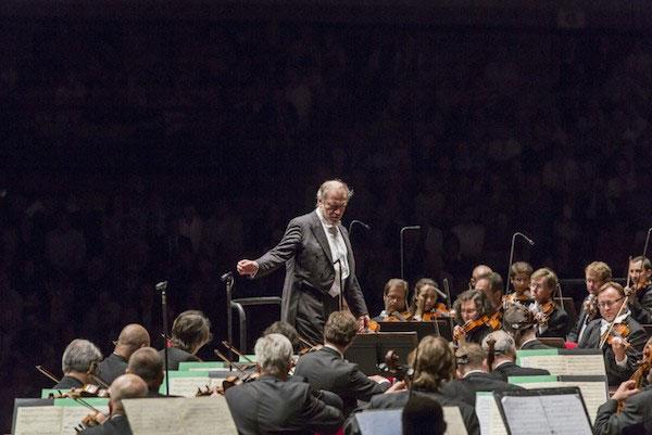 ©Maurizio Montanari. Valery Gergiev frente a la Orquesta Filarmónica Checa