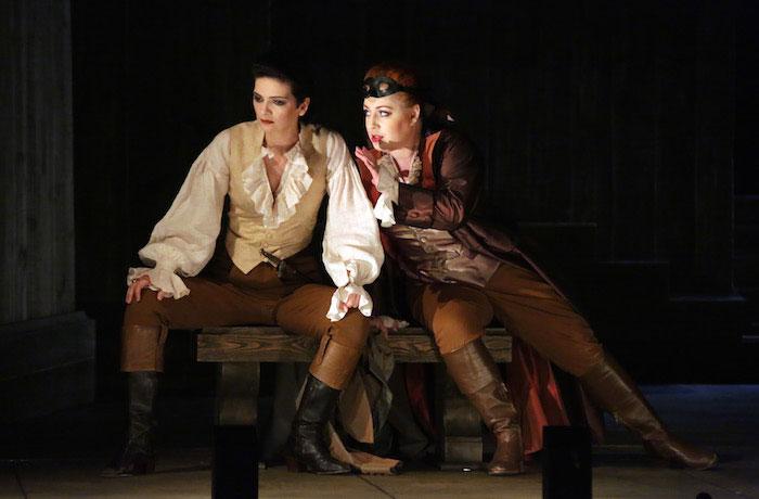 ©Brescia/Amisano. Marianne Crebassa e Inga Kalna en el primer acto de Lucio Silla en La Scala 2015