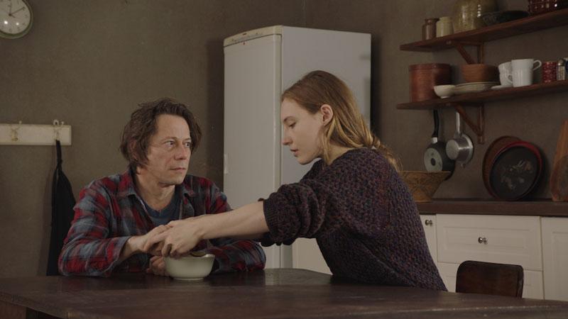 Mathieu Amalric y Julia Roy en À jamais
