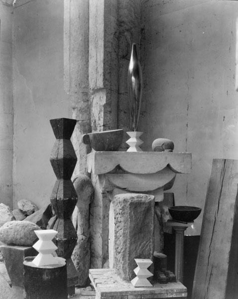 Estudio de Brancusi en París, 1920. Fotografía de Edward Steichen.