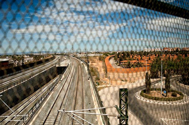Vía férrea y cementerio. Foto Juanjo Hernández