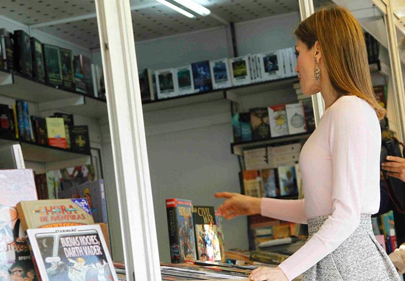La Reina Letizia en la Feria del libro