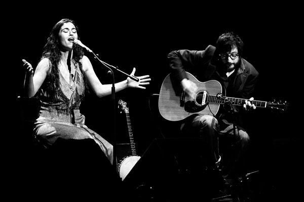 Silvia Pérez Cruz y Raül Fernández (Refree) en un concierto
