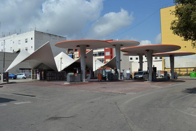 Gasolinera en Oliva (Valencia), 1962. Arquitecto Juan de Haro.