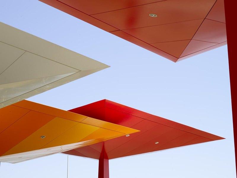 Gasolinera Repsol (España), 1997. Arquitecto Norman Foster and Partners.