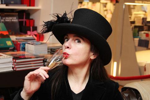 Nothomb: escritora lista pero también inteligente... ¡Mira, Ingrid, con un sombrero igual duerme mi marido!