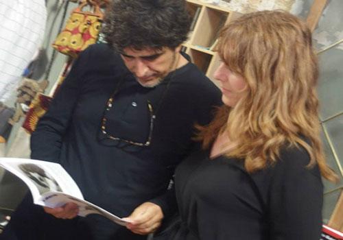 El bloguero y Greta Rueda: preparando una entrada en EL HYPE