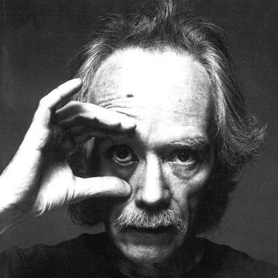 John Carpenter es más joven que Kundera pero está más pellejo por fumar.