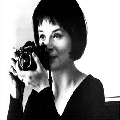 En las novelas de Kundera siempre hay mujeres bellas. En las películas de Carpenter suele haber mujeres fuertes o no haber.