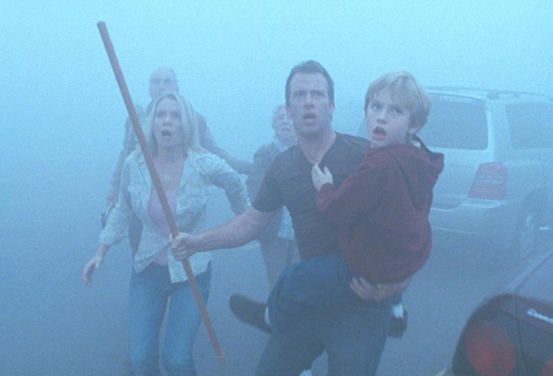 La adaptación más terrorífica de King se vio justamenente en el siglo XXI: La niebla (Darabont, 2008)