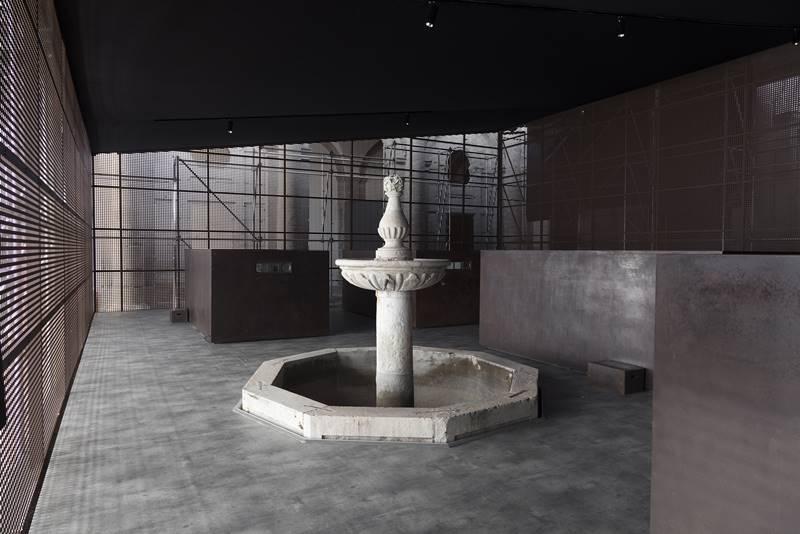 © Instalación S.A.C.R.E.D. de Ai Weiwei en el claustro de la Catedral de Cuenca. Fotografía web Castilla La Mancha.