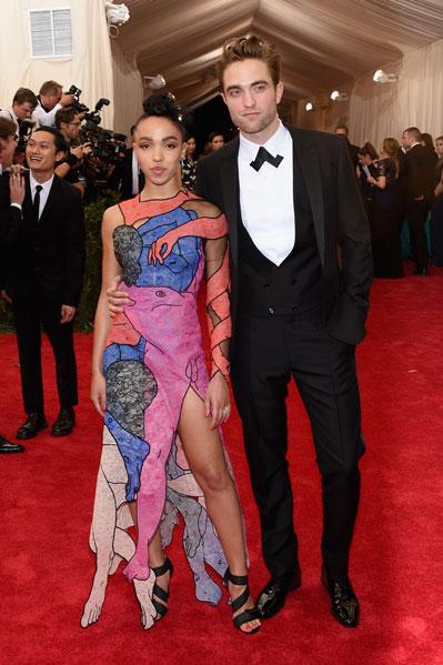 Robert Pattinson y su novia, de vidriera hipster.