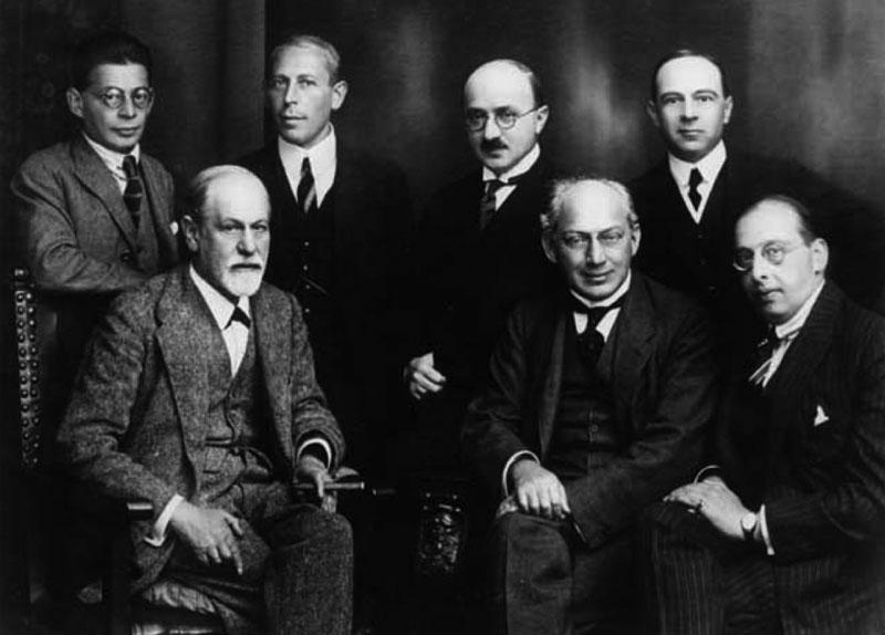 Freud y otros psicoanalistas.