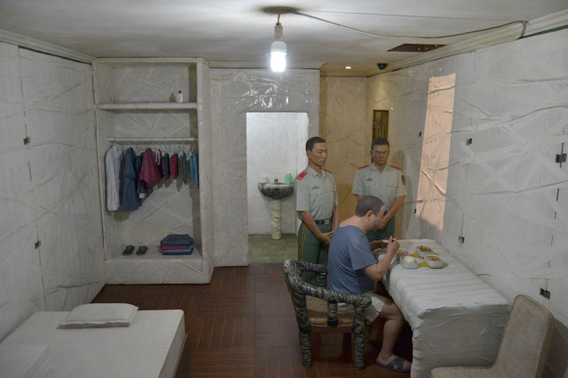 © Interior celda Supper (cena) de Ai Weiwei. Fotografía sjll.