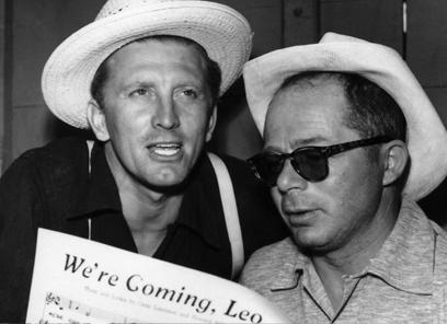 Kirk Douglas y Billy Wilder durante el rodaje de El gran carnaval (1951)