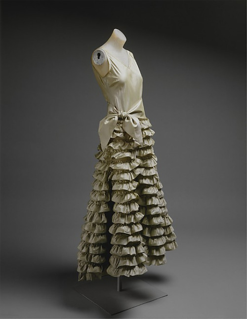 1930-evening-dress-jeanne-lanvin-1930-the-metropolitan-museum-of-art